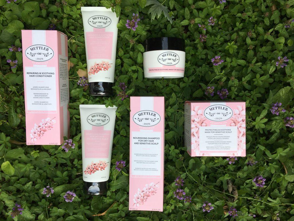 Shampoo nutritivo, balsamo riparatore e maschera protettiva e lenitiva.