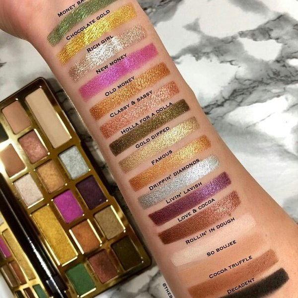 Swatches di @makeup_news_everyday in Instagram