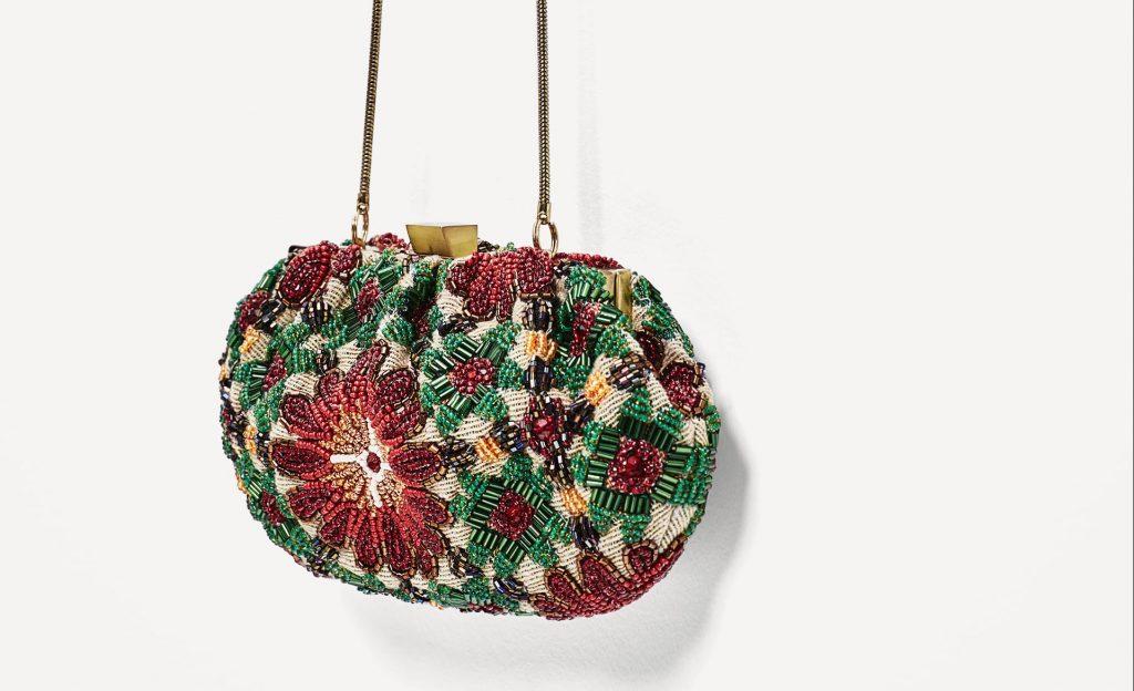 Tracollina decorata con perline di Zara €39,95