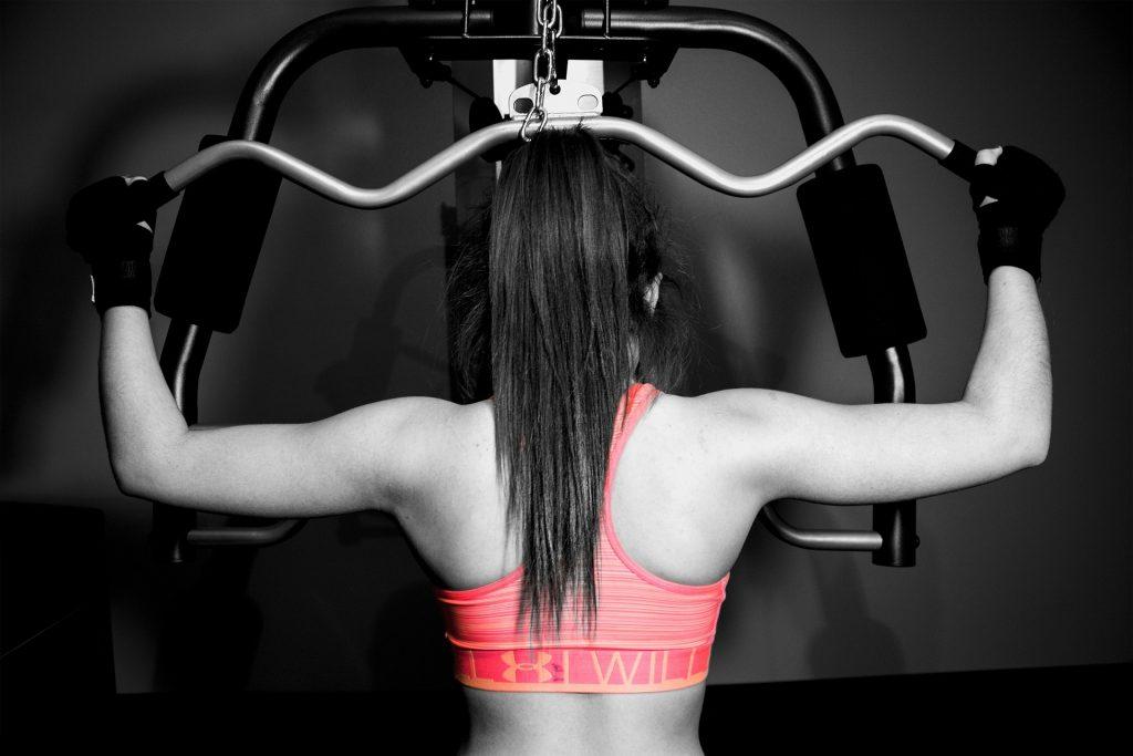 Un allenamento coi pesi darà armonia alle linee del corpo femminile costruendo le giuste curve